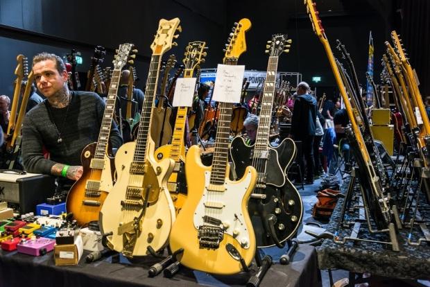 gitarenbeurs-veenendaal-vintage-go-with-the-vlo