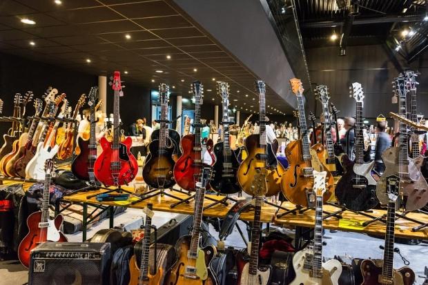 gitarenbeurs-vintage-veenendaal-go-with-the-vlo