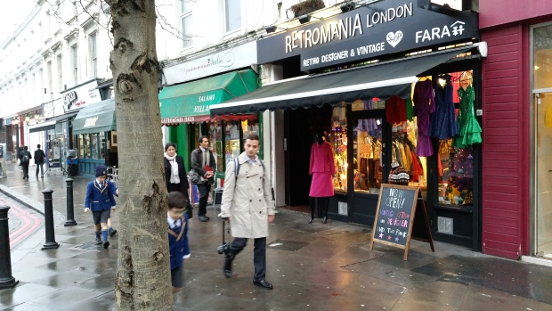 retromania-vintage-kleding-londen-designer-go-with-the-vlo-2