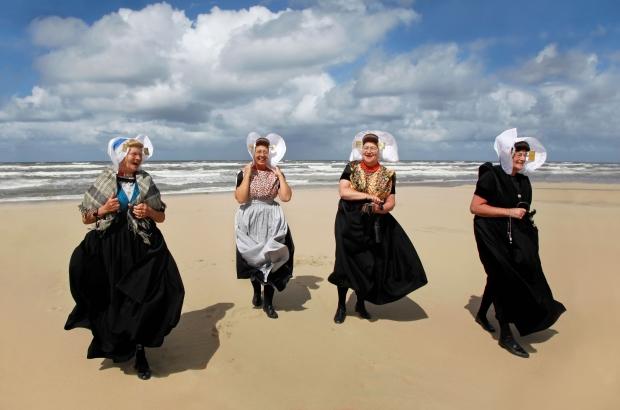 zeeland-strand-klederdrachtmuseum-go-with-the-vlo