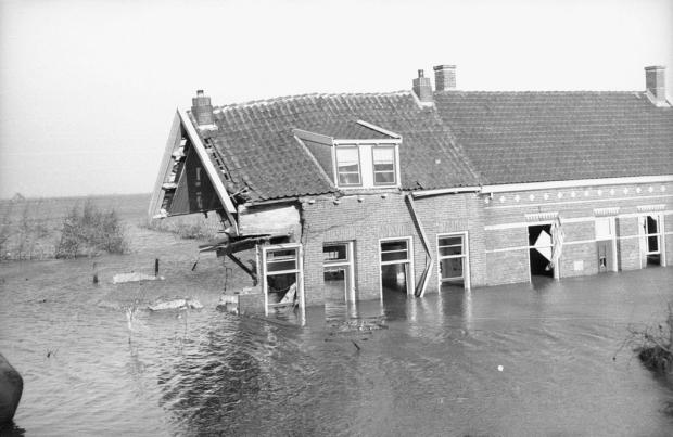 watersnoodramp-1953-huizen-zeeland-go-with-the-vlo
