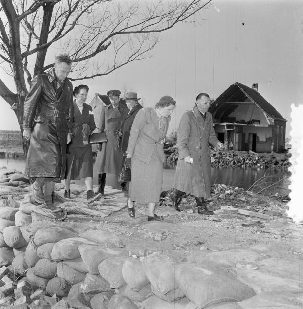 watersnoodramp-1953-koningin-juliana-nationaal-archief-go-with-the-vlo