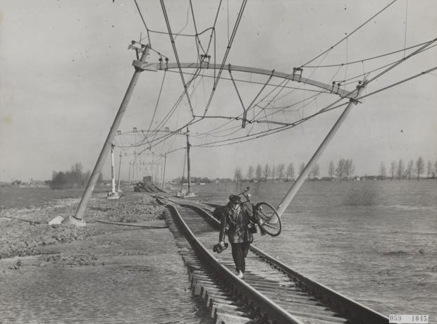 watersnoodramp-1953-moerdijk-spoor-go-with-the-vlo