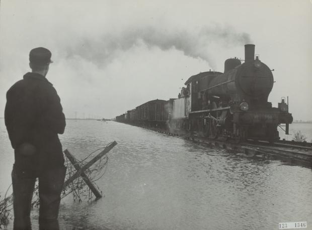 watersnoodramp-1953-trein-spoor-kruiningerpolder-go-with-the-vlo