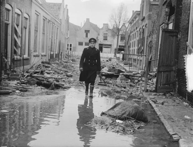 watersnoodramp-zierikzee-huizen-nationaal-archief-go-with-the-vlo