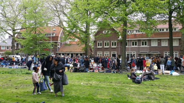 Apollolaan Amsterdam vrijmarkt 2018 huizen go with the vlo
