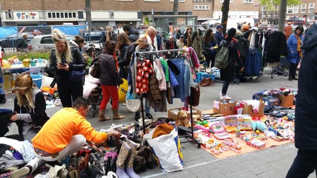 Beethovenstraat Amsterdam-Zuid vrijmarkt kleding go with the vlo