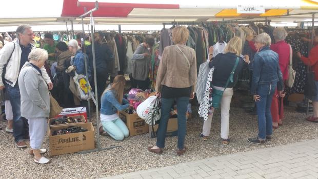 Rommelmarkt Ugchelen kleding
