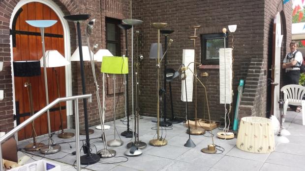 Ugchelen rommelmarkt Bronkerk lampen