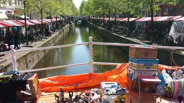 Delft antiek en curiosamarkt grachten