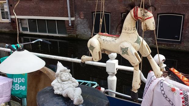 Delft antiek en curiosamarkt houten paard
