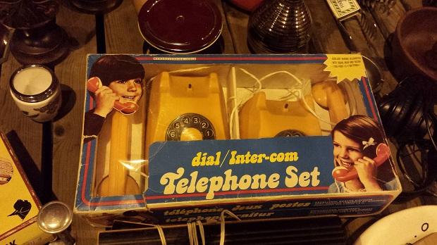 Tilburg nachtmarkt telefoonset retro go with the vlo