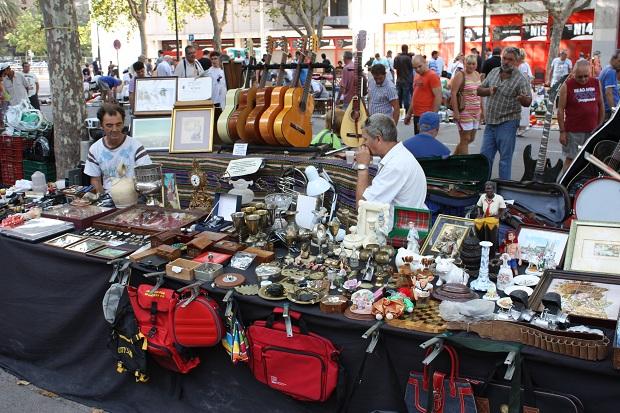 Valencia vlooienmarkt Plaza Lluis Casanovas handelaren