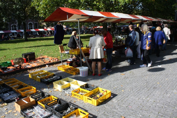 Rommelmarkt Heemraadsplein Rotterdam gereedschappen