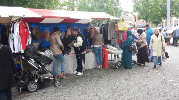 Rommelmarkt Heemraadsplein Rotterdam kleding