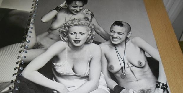 Madonna lesbo's lachend