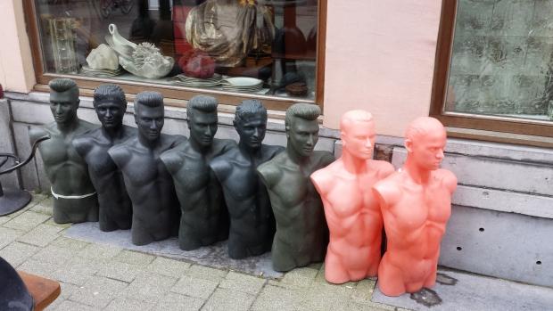 Antwerpen antiekbuurt paspoppen