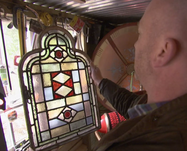 Glas in lood Salvage Hunters