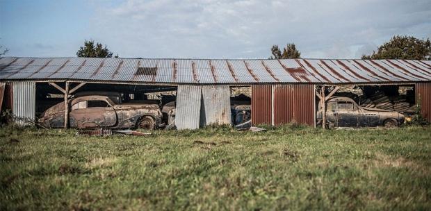 Schuur Frankrijk platteland oldtimers