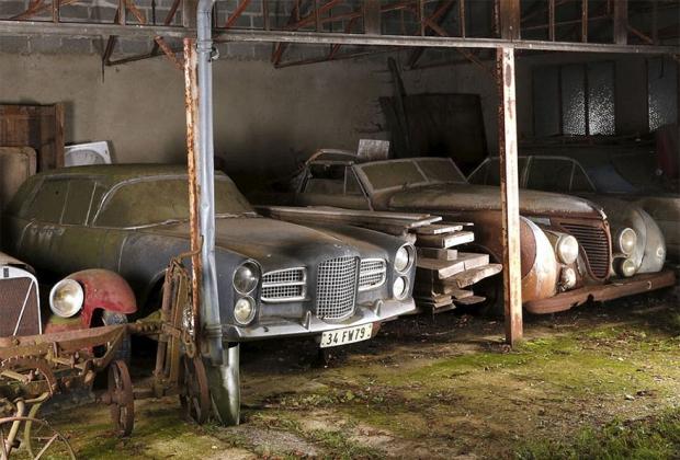Schuur oude auto's Frankrijk