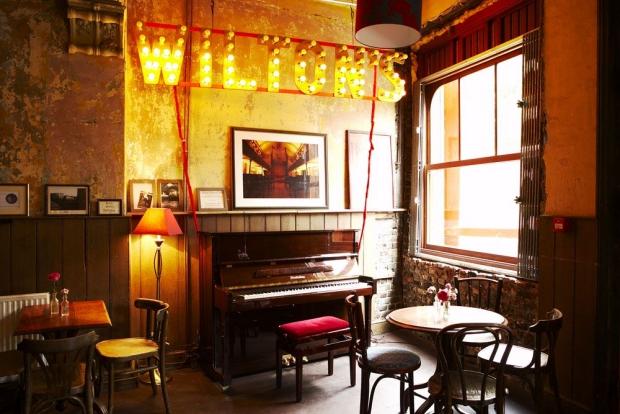Wilton's bar