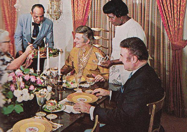 Retrokookboek-Liberace-aan-tafel