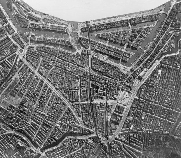 Bombardement De Aanval Luchtfoto van Rotterdam voor het bombardement