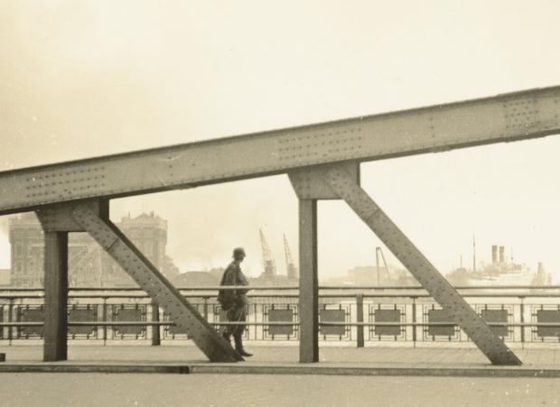De Aanval Duitse Soldaat op Koninginnebrug