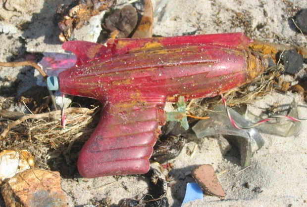 Dead Horse Bay rood pistool