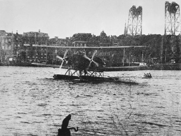 Maas De Aanval Duits watervliegtuig op de Nieuwe Maas