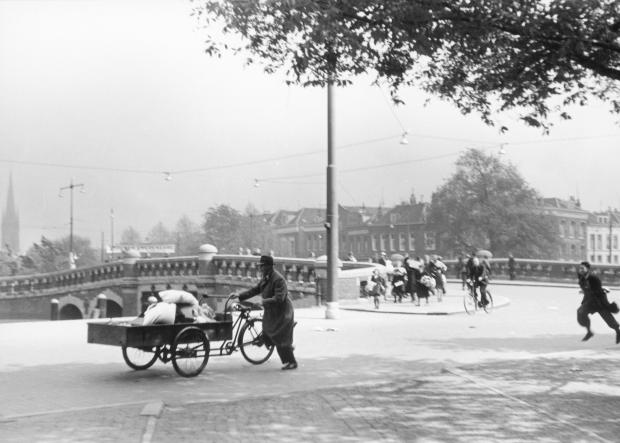 Noordplein De Aanval Rotterdammers vluchten voor bombardement