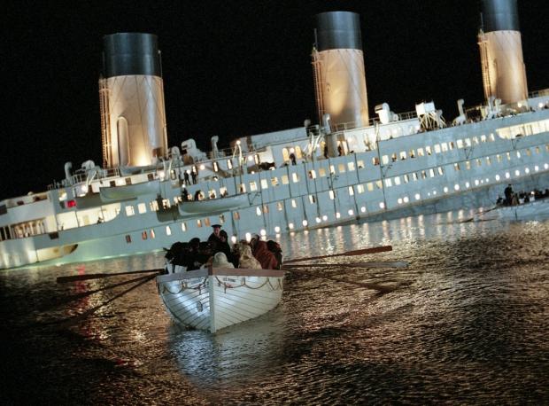 Titanic zinkende
