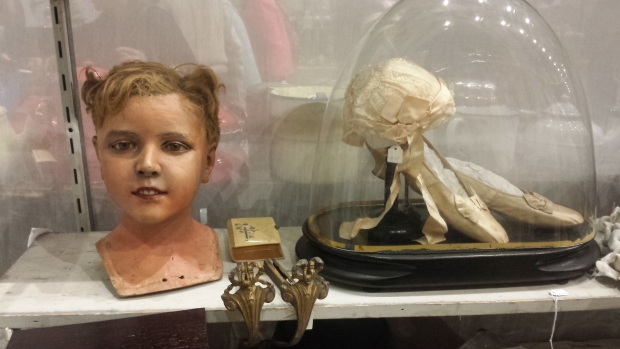 VerzamelaarsJaarbeurs hoofd en balletschoenen