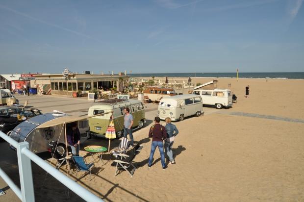 Aircooled Scheveningen Volkswagen busjes op het strand