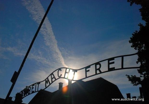 Auschwitz toegangspoort Arbeit macht frei