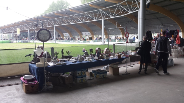 IJsbaan Haarlem rommelmarkt kraam