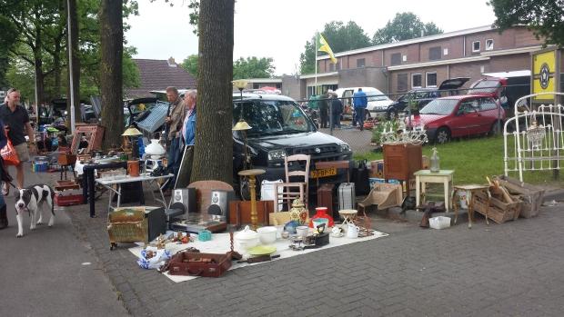 Makkinga rommelmarkt straatbeeld