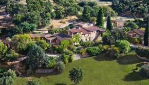 Johnny Depp dorpje te koop Frankrijk banner