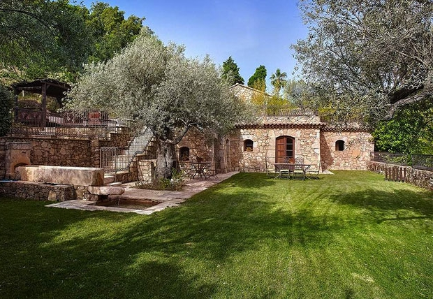Johnny Depp te koop dorpje tuin