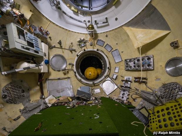 Russische ruimteveren binnenzijde verlaten