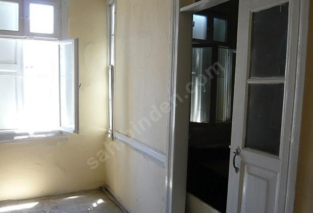 Ayvalik huis te koop gele muren