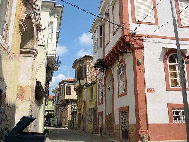 Ayvalik huizen te koop straat