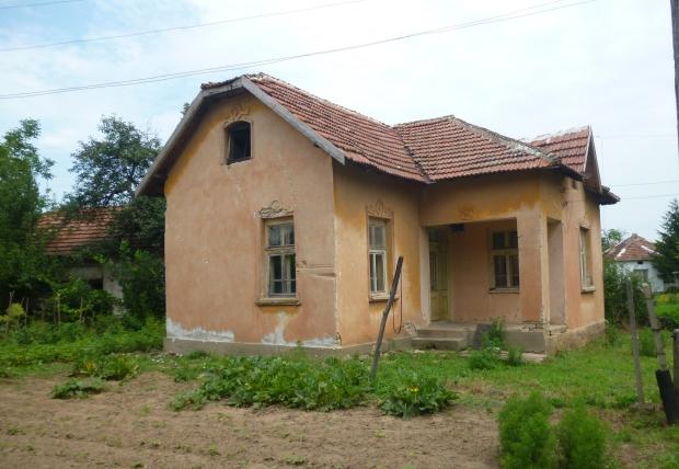 Bulgarije twee huizen te koop tuin