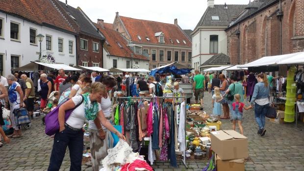 Hattem rommelmarkt vrouwen kleding tweedehands go with the vlo