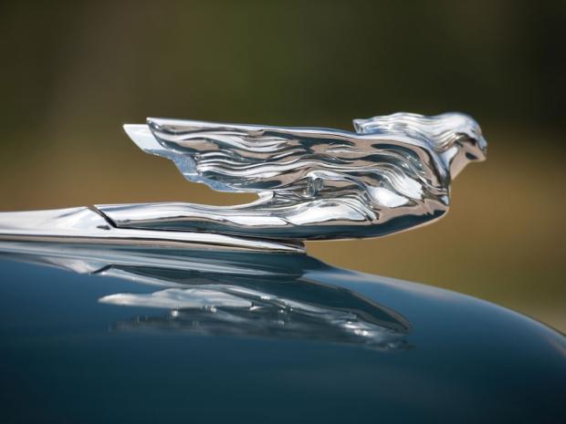 Cadillac oldtimers veiling motorkap