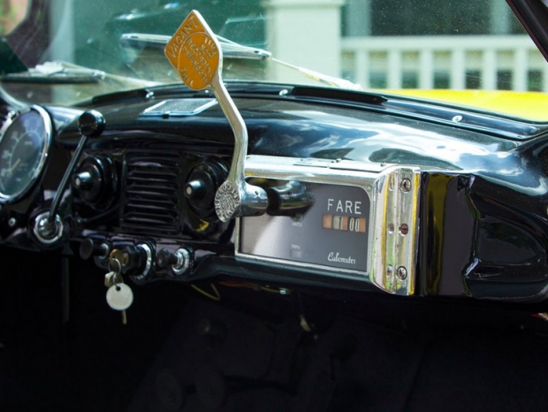 Gele taxi dashboard oldtimer veiling