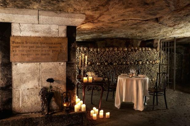 Halloween Parijs Catacomben AirBnB diner