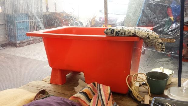 Huisontruiming Rotterdam badkuip rommelmarkt