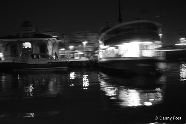 Istanbul ferry nacht copyright Danny Post