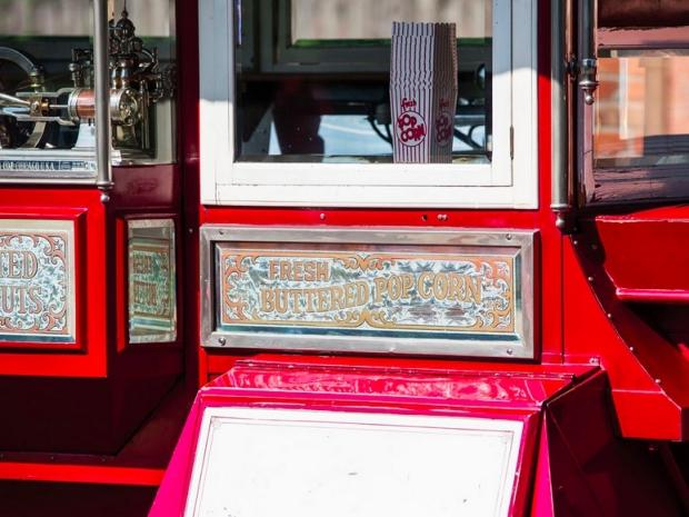 Popcorn bus oldtimers veiling
